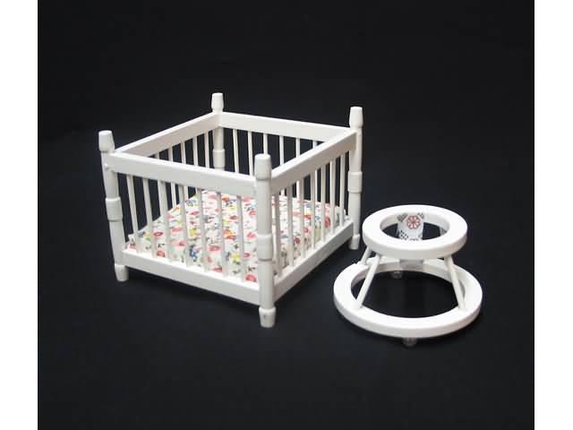 Witte kinderbox met loopstoel